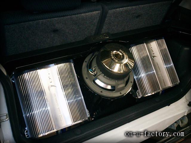 ジムニー ラゲッジインストール:アンプラック(2機) サブウーファーボックス(1発) 塗装仕上げ LED電飾