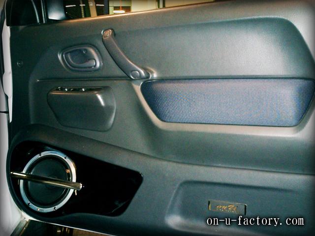 ジムニー ドアスピーカーインストール:7inchミッドバススピーカーバッフル製作(角度付き・こっち向きスピーカー) ドアトリム加工 塗装仕上げ