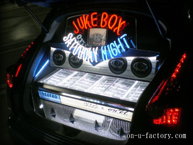 JUKE ラゲッジインストール:アンプラック(5機) サブウーファーボックス(2発) スピーカーボックス ネオンサインボード作成&LED電飾 スチールラック&塗装仕上げ