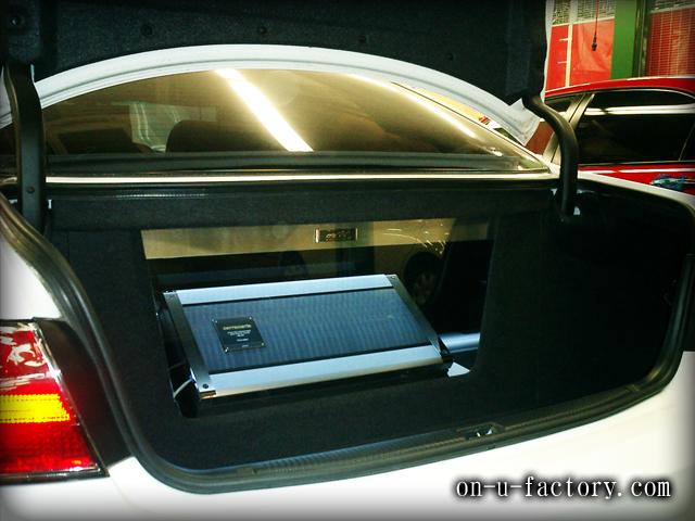 ウィンダム ラゲッジインストール:アンプラック(1機) アルミプレート&フルアクリルケース LED電飾