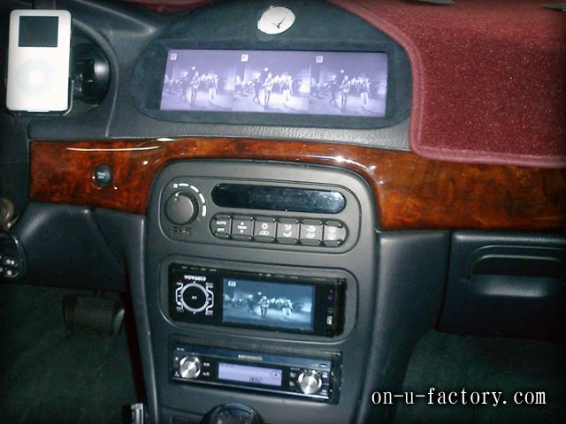 BMW 300M モニターインストール:ミラーモニター埋め込み アルカンターラ仕上げ