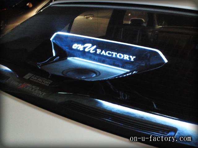 シーマ リアシェルフサブウーファーインストール: サブウーファートランクフリーエアバッフル加工/ LEDサインボード&LED電飾/ アルカンターラ&塗装仕上げ