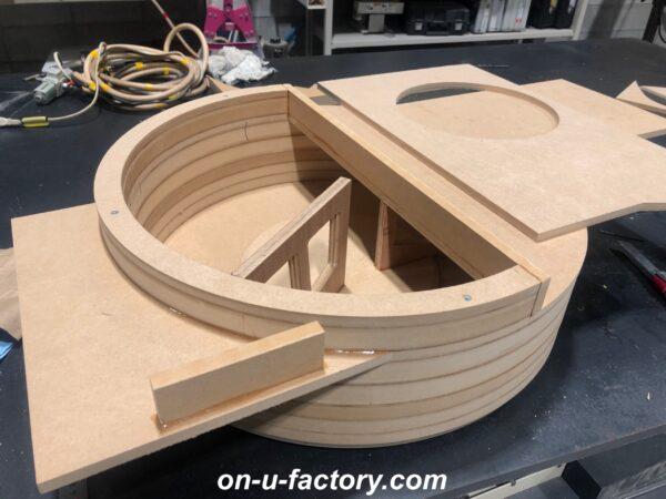 onUfactory オンユーファクトリー 70スープラ カーオーディオカスタム ウーファーボックス垂直リブ製作中