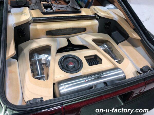 onUfactory オンユーファクトリー カーオーディオカスタム トランクオーディオ MASSIVEAUDIOウーファーボックス PRAZIS エアサスコンプレッサー消音ケース 製作